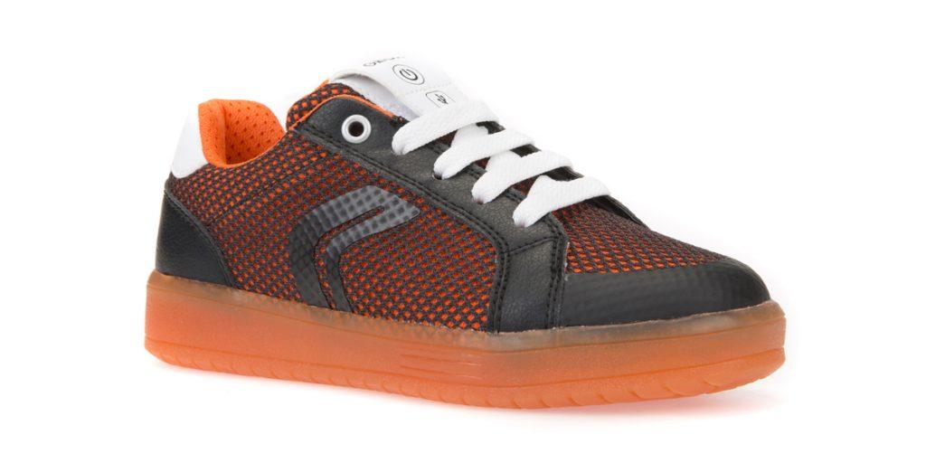 Lavare le scarpe Geox con le luci
