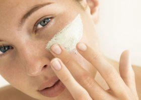 Crema viso per pelli grasse, come e quale scegliere