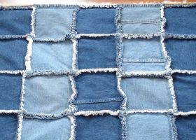 Come riciclare vecchi jeans per fare un tappeto