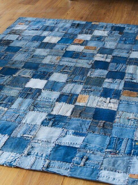 tappeto con jeans riciclati