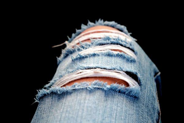 moda uomo estate jeans strappati
